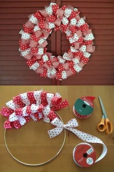 Ribbon wreath DIY Christmas colours | 10 Last Minute DIY Christmas Decorations | Expressing Life