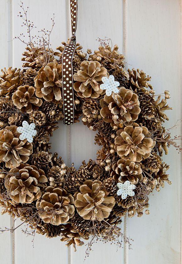 37 Creative DIY Pine Cone Decoration Ideas -DesignBump