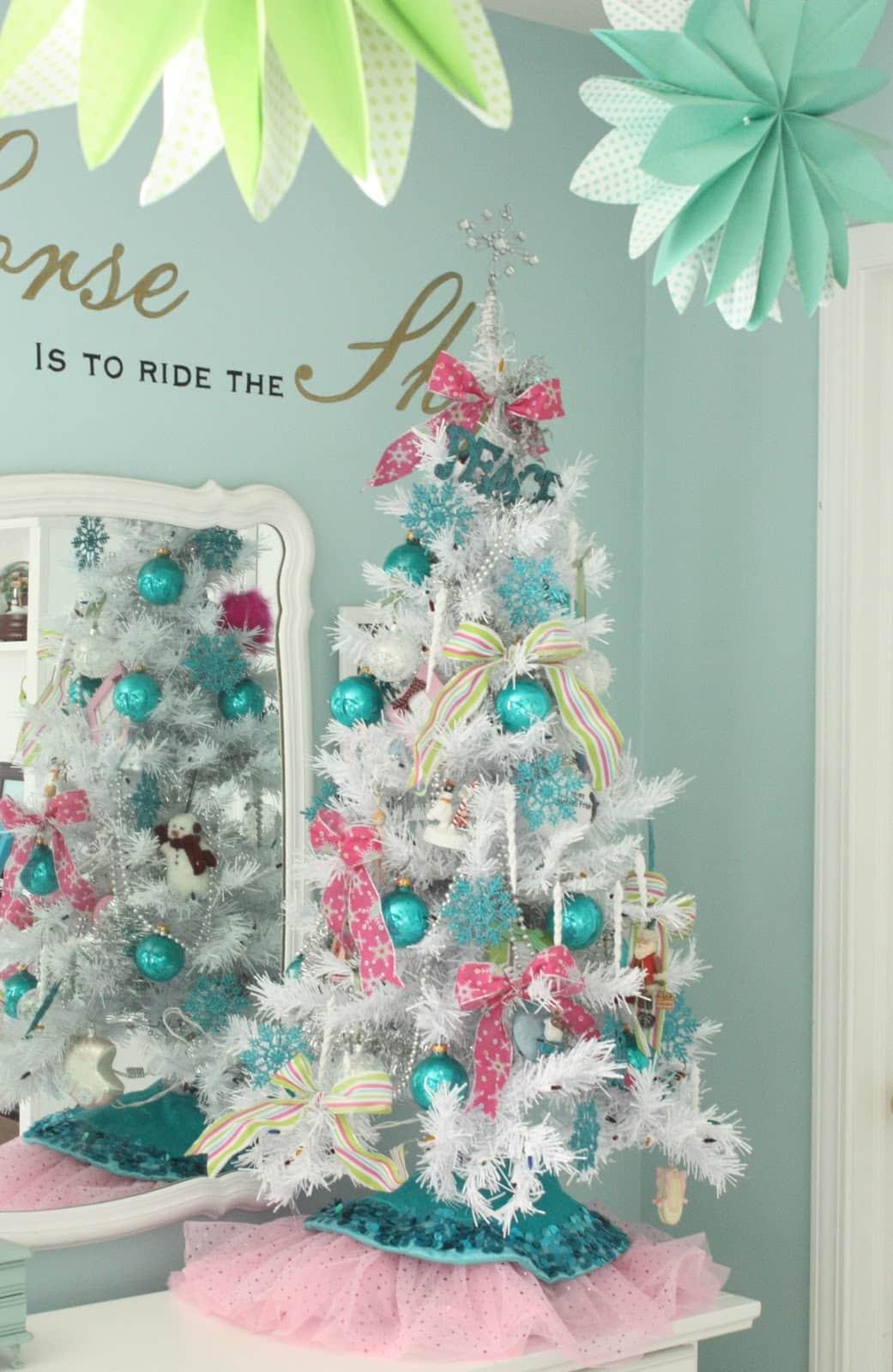 White christmas tree decorations blue - Christmas Tree Decorating Tips Cool Christmas Tree Designs Designbump