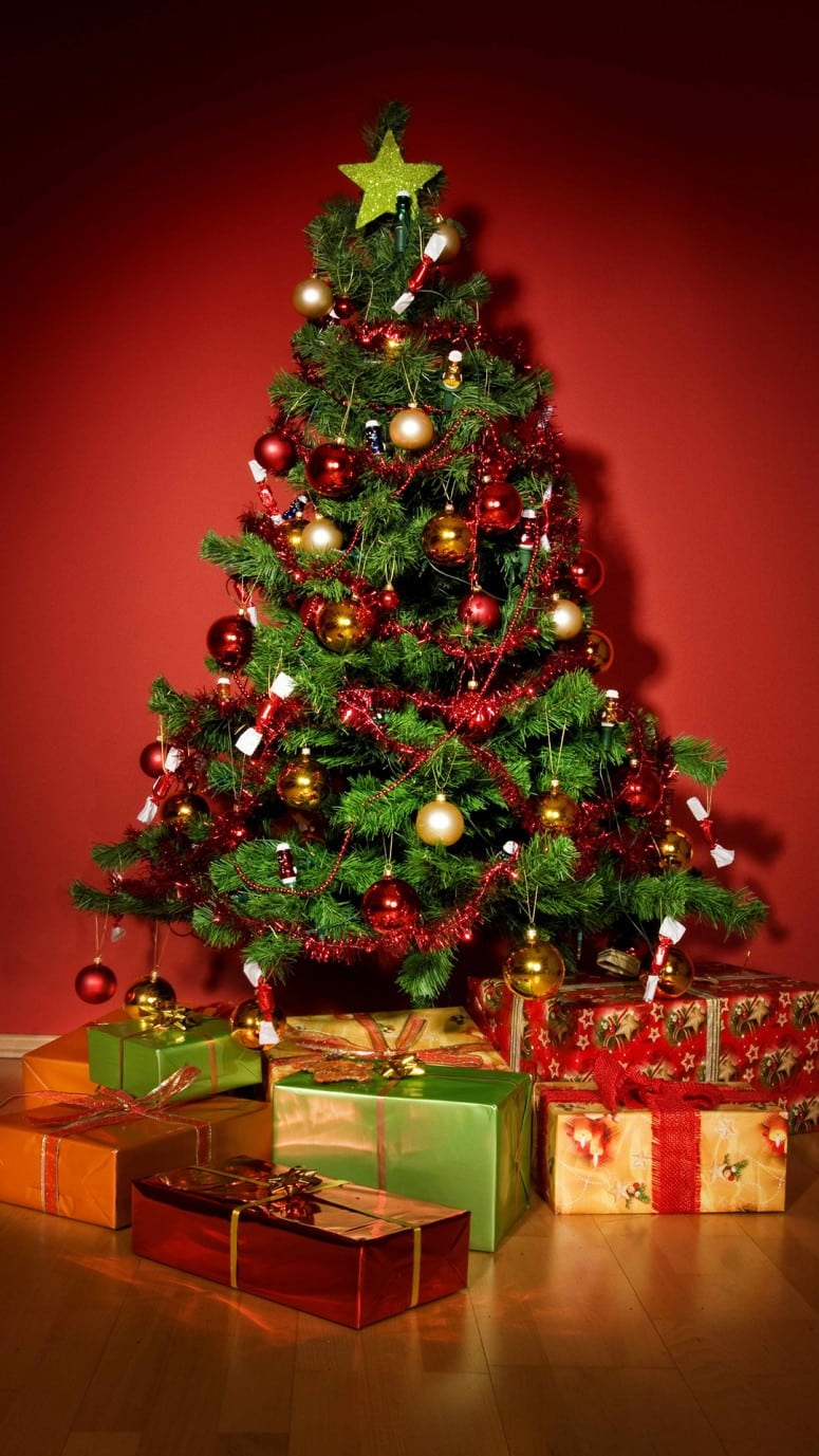 Christmas tree decorated with tinsel - Christmas Tree Decorating Tips Cool Christmas Tree Designs Designbump