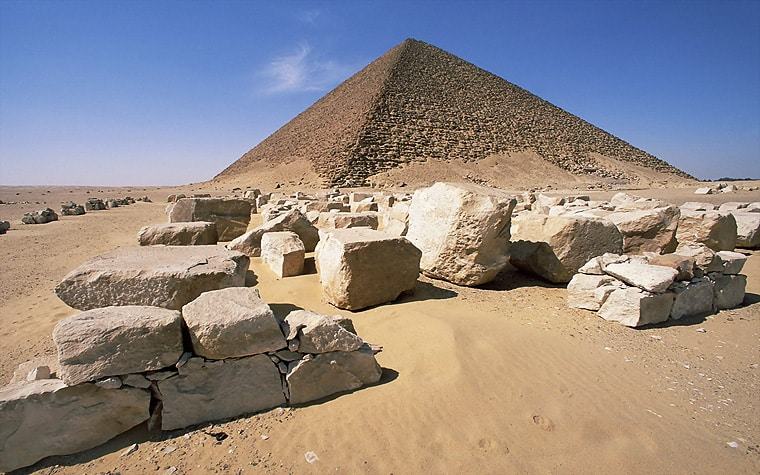 In fact, the world is so unique that if aliens or extra terrestrials actually existed, they would get amazed with its diversity and beauty. Maybe they built these Pyramids?